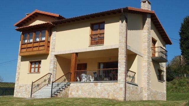 Casa Manuela para 12 personas, vacation rental in Buelna