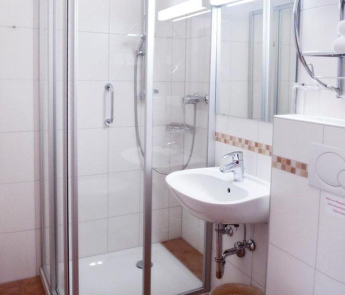 App. 2-Pers. Komfort | geschmackvoll eingerichtetes Ferienappartement, holiday rental in Bad Fussing