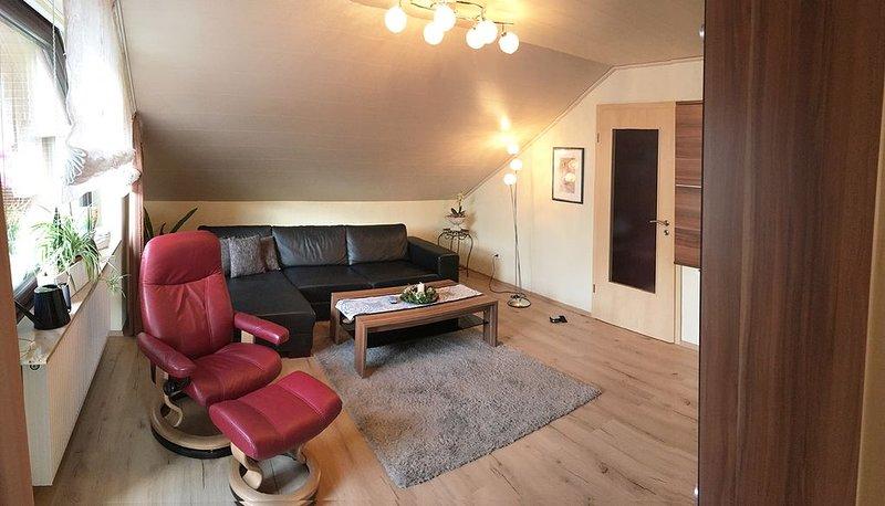 Hochwertige Ferienwohnung mit großem Balkon, kostenfreies WLAN, komplett ausgest, location de vacances à Windelsbach