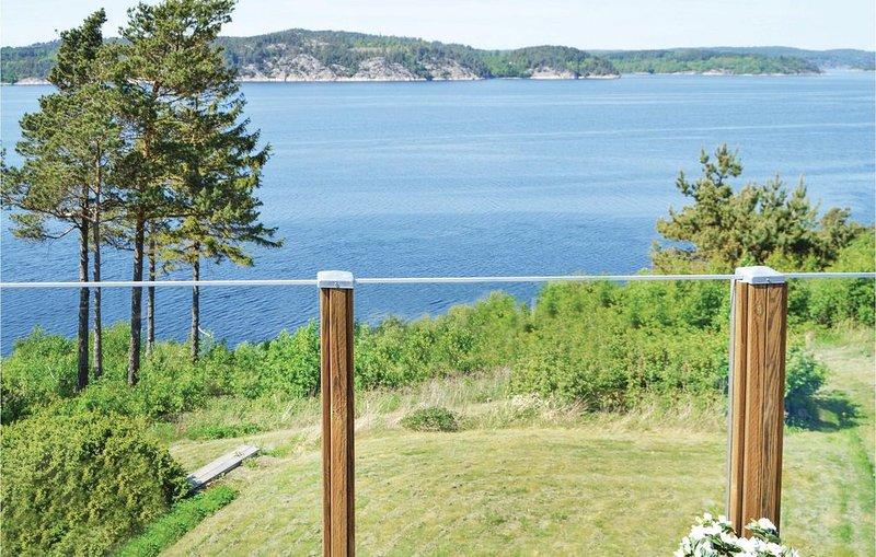 3 Zimmer Unterkunft in Uddevalla, location de vacances à Halleviksstrand