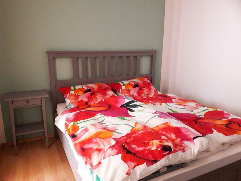 Ferienwohnung, 48qm, Gartenterrasse, 1 Schlafzimmer, max. 2 Personen, vacation rental in Metzingen