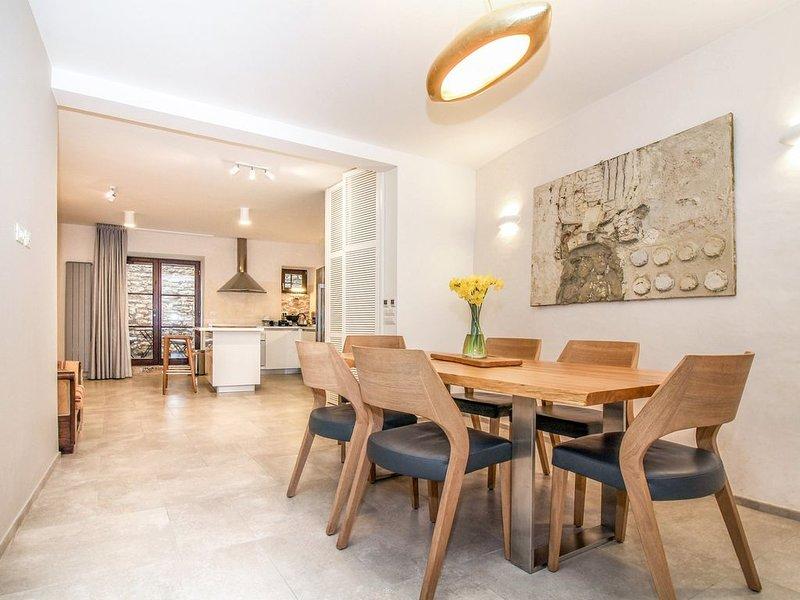 Luxusferienhaus im Herzen von Bale für 8 Personen, vacation rental in Bale