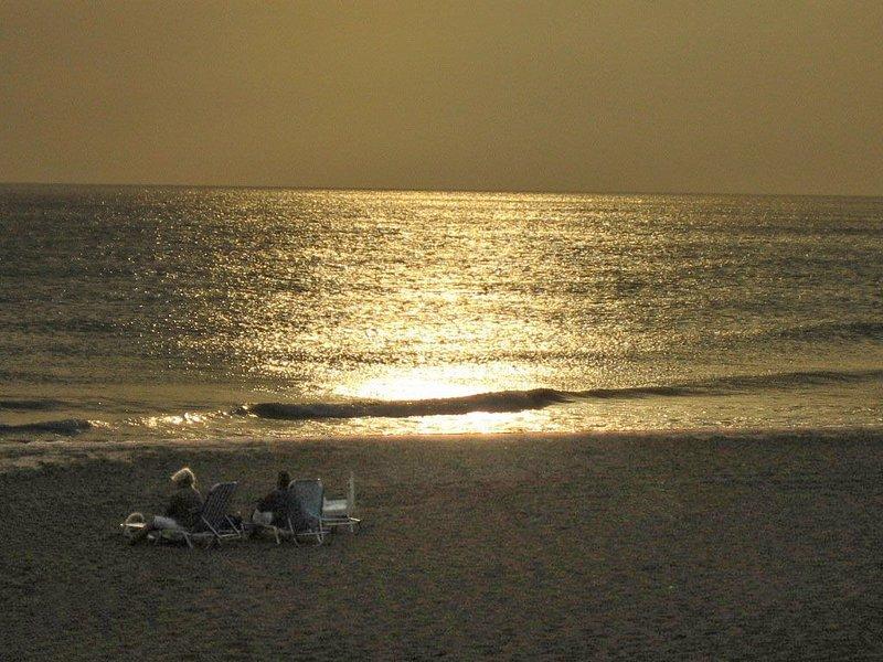 À noite na praia de Pelekas (praia de Kontogialos).