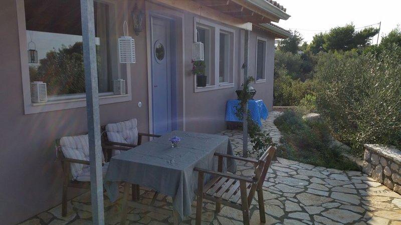 Velinohof Haus Eule - familienfreundliche Unterkunft, vacation rental in Asproyerakata