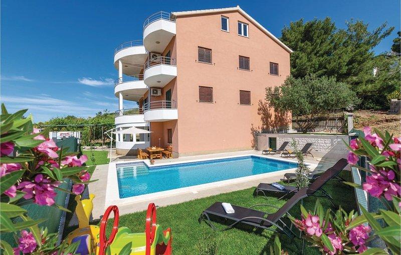 8 Zimmer Unterkunft in Solin, vacation rental in Solin