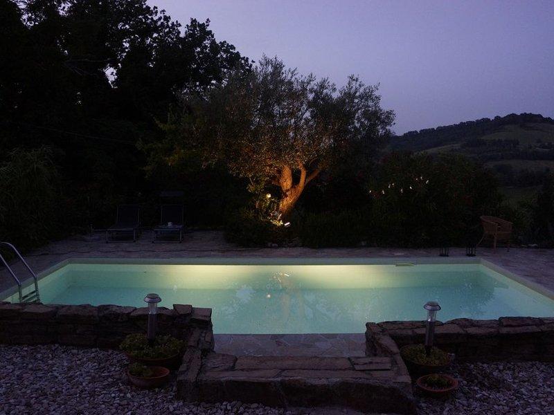 Geschmackvoll renoviertes Steinhaus mit Pool in absolut ruhiger Hügellage, vacation rental in Angeli Stazione