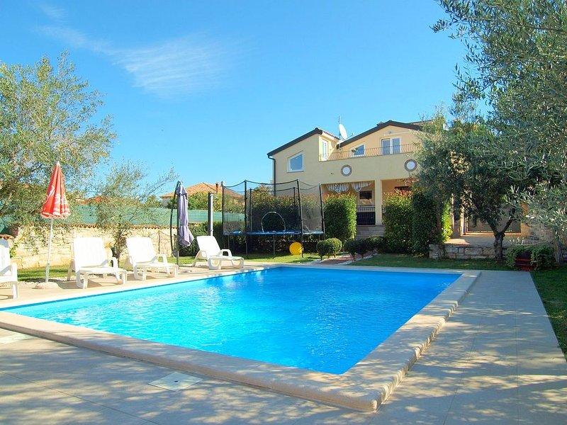 Ferienhaus mit Pool für 4 Personen in Tar-Vabriga, holiday rental in Tar