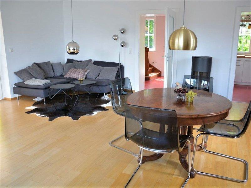 Ferienwohnung, 87qm, Terrasse und Balkon, 1 Schlafzimmer, max. 2 Personen, holiday rental in Wasserburg