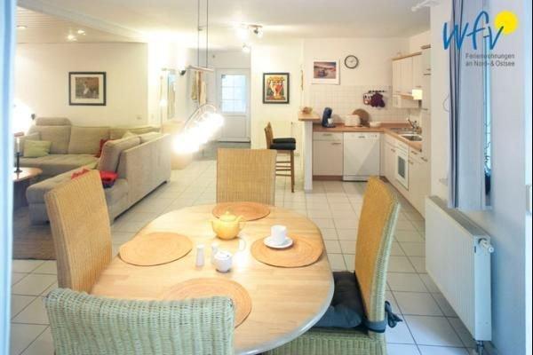 Familienfreundliche Ferienwohnung mit Terrasse und Garten -, holiday rental in Lancken-Granitz