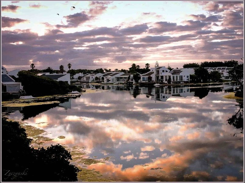 Romantisches Garten-Apartment - perfekt für Paare und Surfer, alquiler de vacaciones en Lakeside