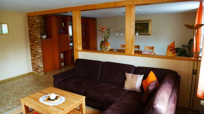 100qm große, vollständig eingerichtete FeWo mit 3 Schlafzimmern, vacation rental in Burgpreppach