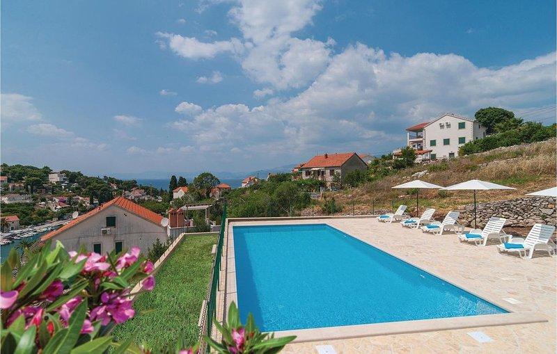 3 Zimmer Unterkunft in Splitska, holiday rental in Splitska
