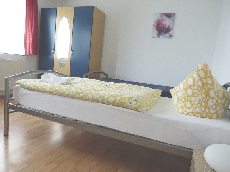 Doppelzimmer mit Dusche und WC, holiday rental in Moetzingen