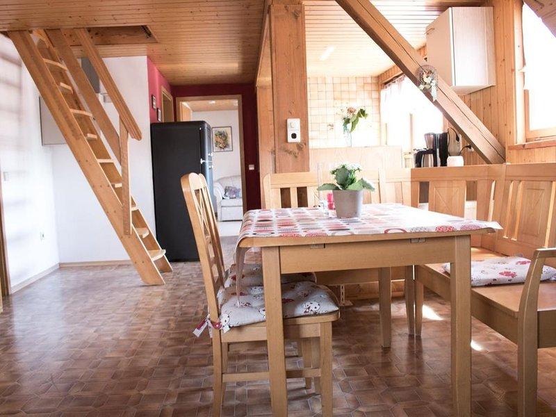 Gemütliche 95qm Ferienwohnung mit kostenfreiem Parken und WLAN, location de vacances à Windelsbach