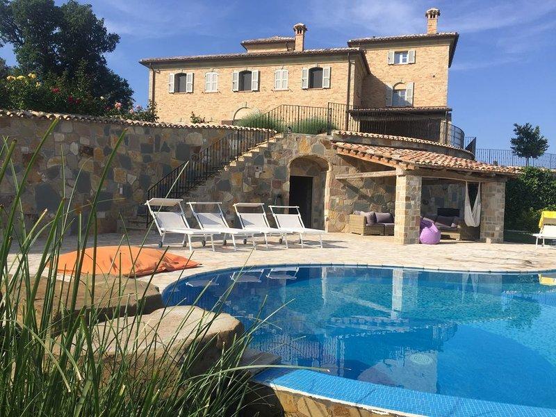 Luxuriöses Ferienhaus | 5 Zimmer | Die Marken | Italien |Ruhiger Lage, vacation rental in Scapezzano
