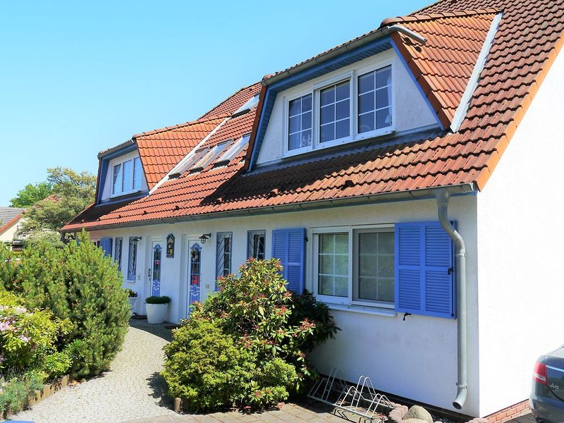 geräumige Ferienwohnung mit großer Süd-Terasse und Gartennutzung, WLAN, Telefon, location de vacances à Ostseebad Prerow