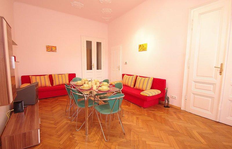 Raisa großes 2 Zi. Apartment mit großer Terrasse und Wohnküche, holiday rental in Kaumberg