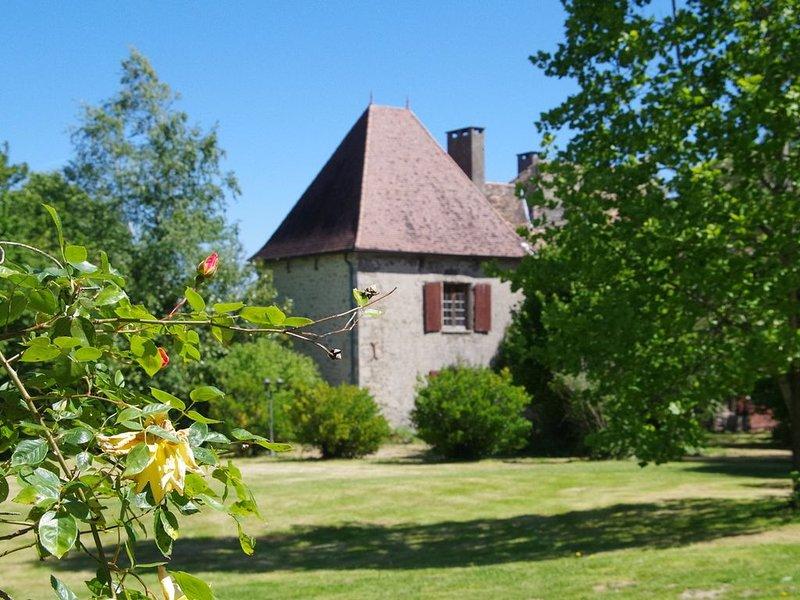 Appartement in Dependance eines Jagdschlosses aus dem 14. Jahrhundert, vakantiewoning in Saint-Barthelemy-de-Bussiere