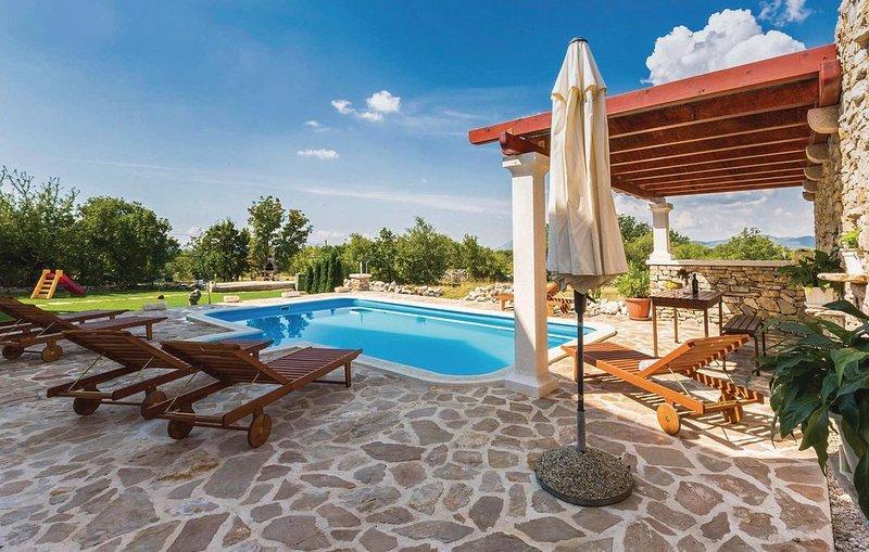 6 Zimmer Unterkunft in Lovrec, holiday rental in Cista Provo