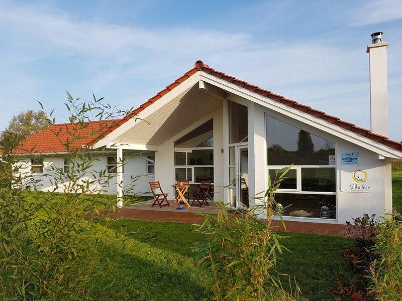 Villa Sun am Bodden auf Rügen. Für 8 Personen, mit Sauna!, holiday rental in Neuenkirchen