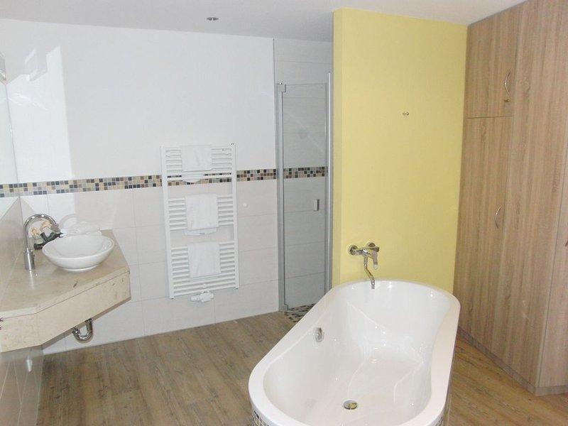 'Burg Stargard': Apartment für bis zu 3 Gäste (mit Aufbettung) & Haustiere, holiday rental in Loitz