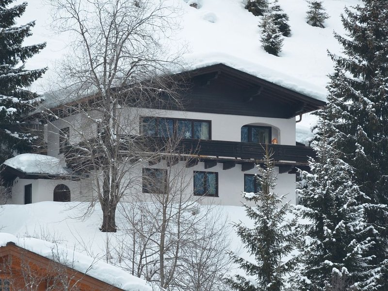Sehr ruhig gelegenes, freistehendes Ferienhaus für bis zu acht Personen, holiday rental in Hinterglemm