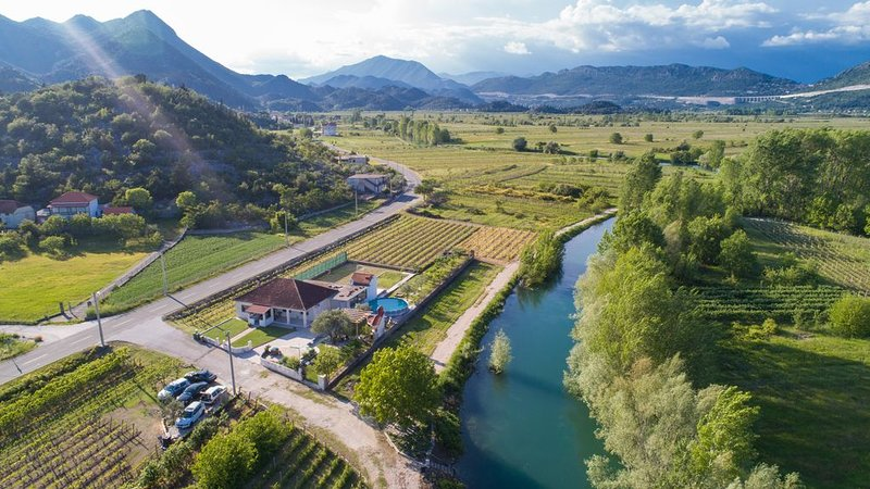 Kuća Toše für Familien und Freunde zum Entspannen, holiday rental in Otric-Seoci