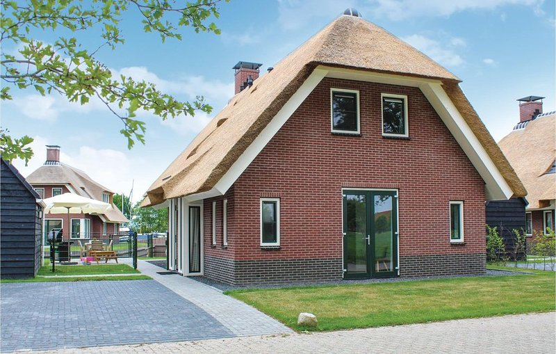 4 Zimmer Unterkunft in Idskenhuizen, holiday rental in Heeg
