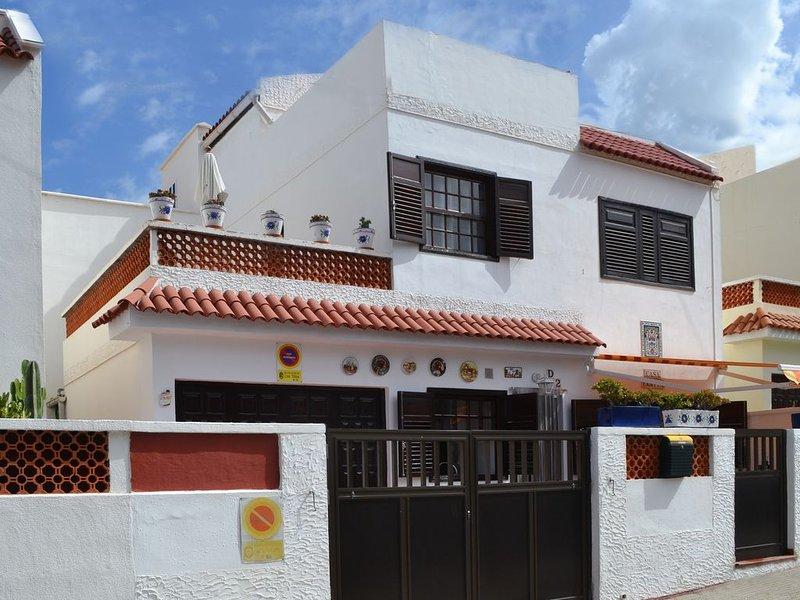 Traditionelles Kanarisches Stadthaus mit Meerblick, holiday rental in Caleta de Interian