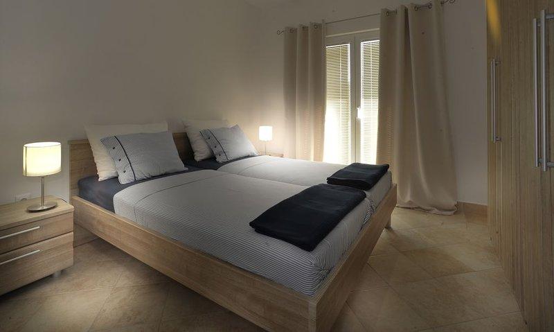 Ganz neue geschmackvoll eingerichtete Ferienwohnung 'Sven', vacation rental in Murter