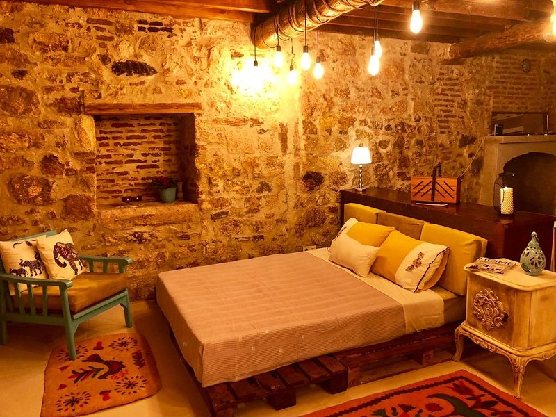 Studiowohnung in denkmalgeschütztem Haus, vacation rental in Ayvalik