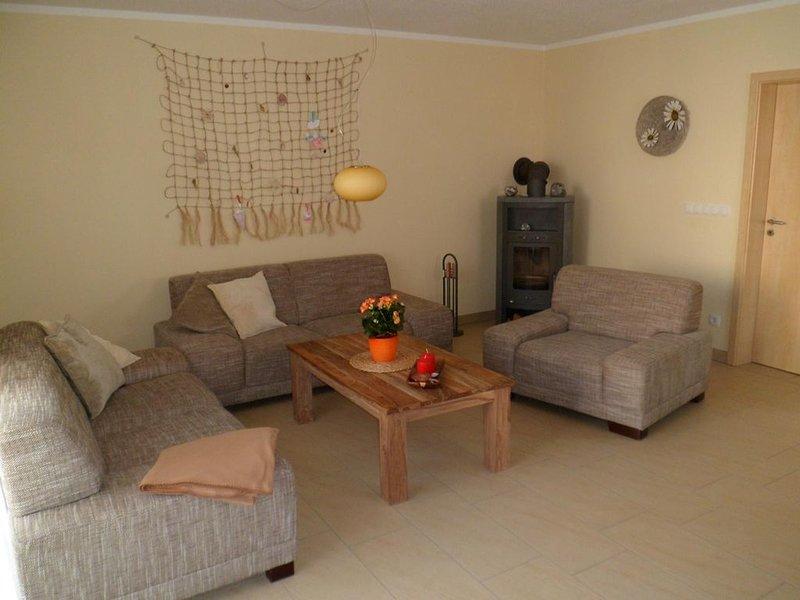 300 m zum weißen Sandstrand, 150 m² Wohnfläche, 3Schlaf-, 1 Wohnzimmer, vacation rental in Lohme