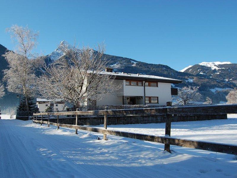 Großzügiges Ferienhaus mit Sauna, nur wenige Minuten zu Fuß zum Skilift, holiday rental in Bartholomaeberg