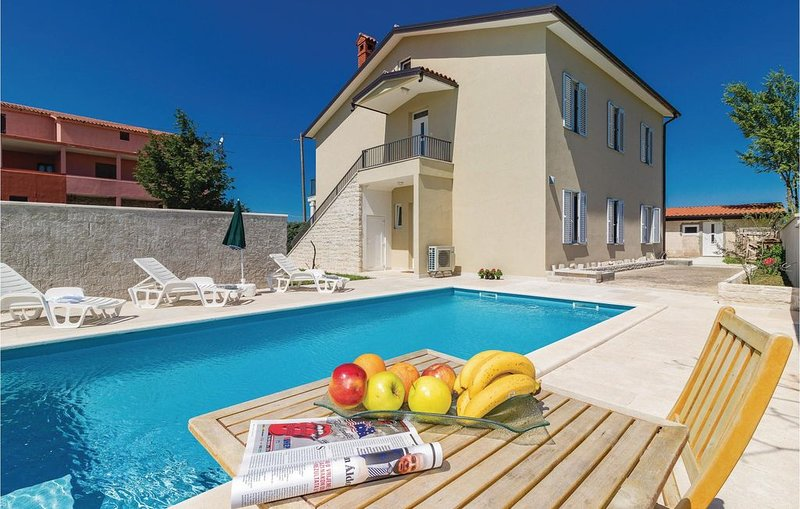 6 Zimmer Unterkunft in Cabrunici, location de vacances à Cabrunici