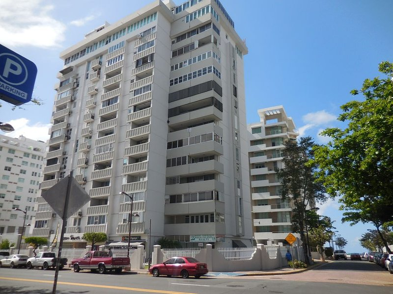 Isla Verde- Beautiful Oceanside Condo:FREE  WIFI *SPECIAL*SPECIAL *CHECK RATES, Ferienwohnung in San Juan