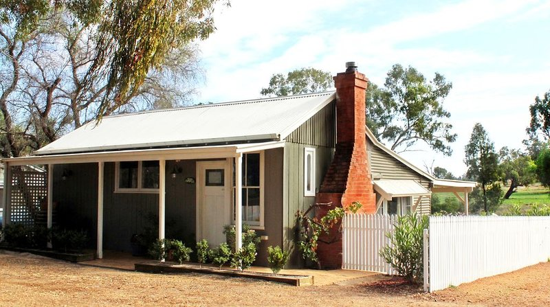 Country Cottage at Outback Cellar Dubbo, vacation rental in Dubbo
