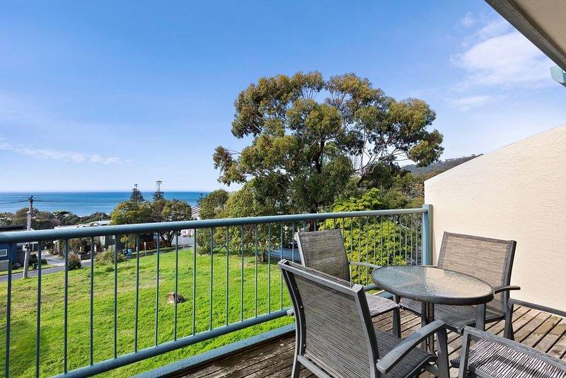 Ocean Sun Apartment 2, holiday rental in Lorne