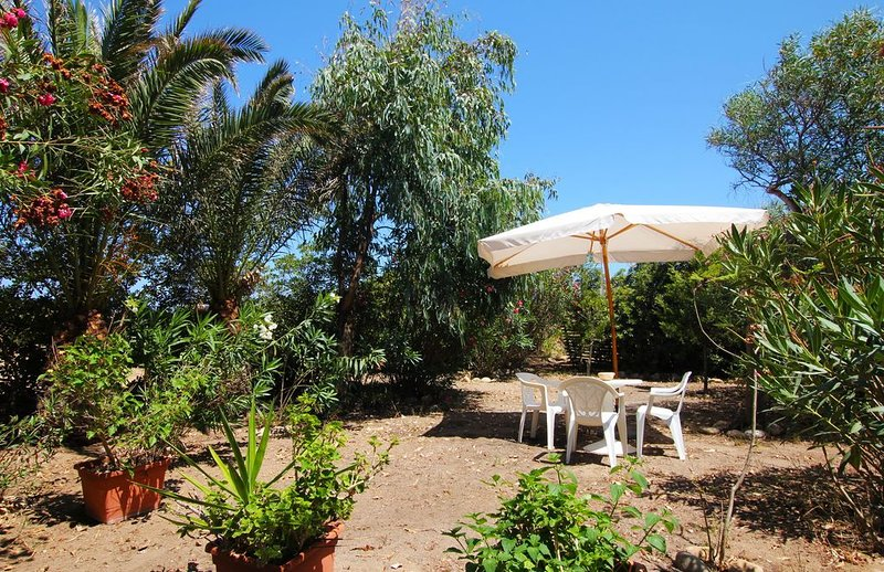 At 20 METERS (REAL!) from the BEACH with DIRECT ACCESS! 10 minutes from Cefalu, holiday rental in Campofelice di Roccella