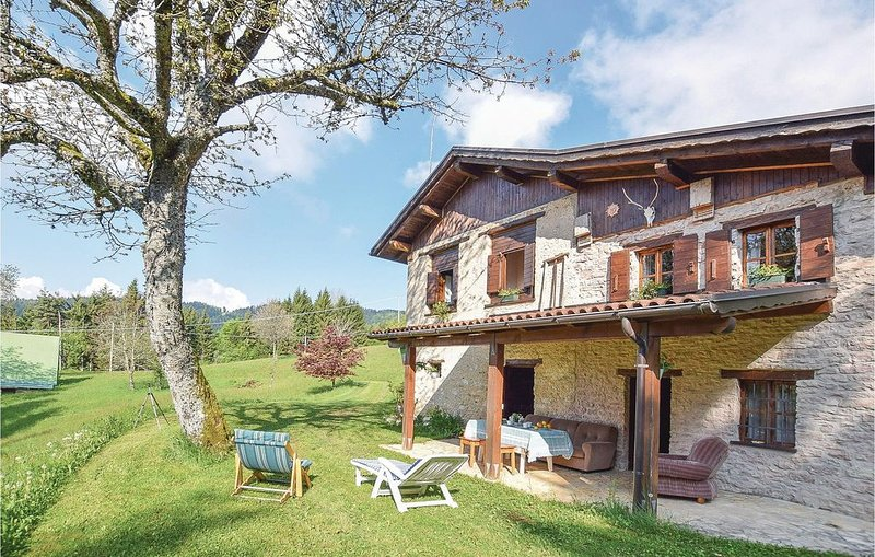 3 Zimmer Unterkunft in Lamon - BL, holiday rental in Tonadico