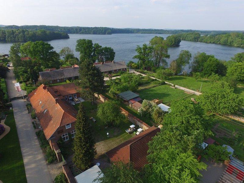 4 Sterne+ Wohnen 'Zum alten Forsthof', denkmalgeschützt am Schloßpark, App. 1, aluguéis de temporada em Plon