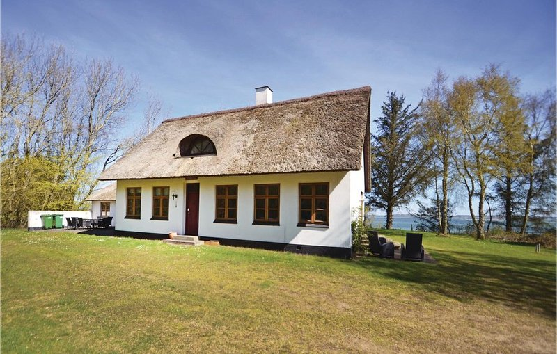 4 Zimmer Unterkunft in Struer, aluguéis de temporada em Hoejslev