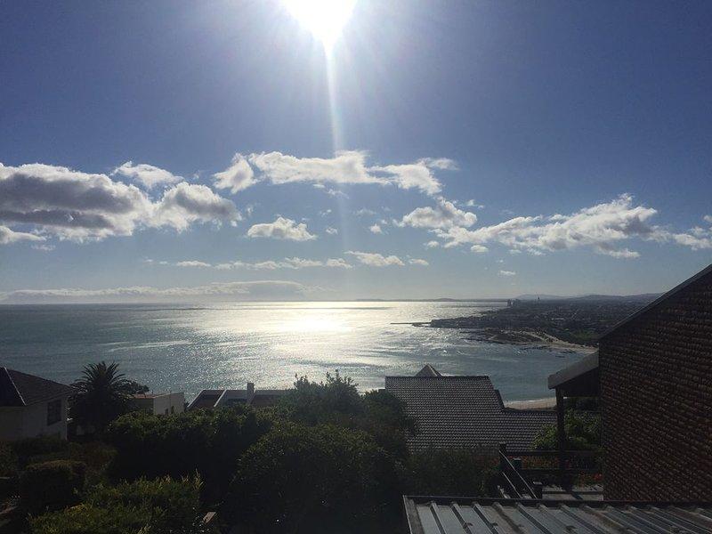 Studio Apartment mit Meerblick und direkter Sicht auf den Tafelberg, location de vacances à Grabouw