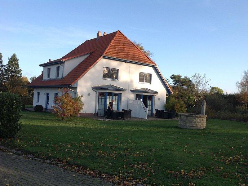Komfortables Ferienhaus für 7 Personen mit Sauna, 110 qm, im Süden von Rügen, location de vacances à Garz