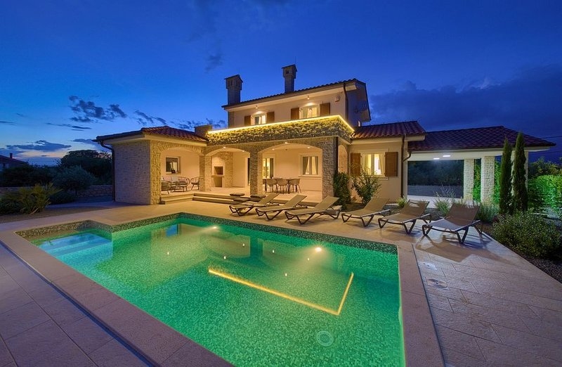 *****5 Sterne Luxus Villa Moderana mit Meerblick und privatem Pool, vacation rental in Vrh
