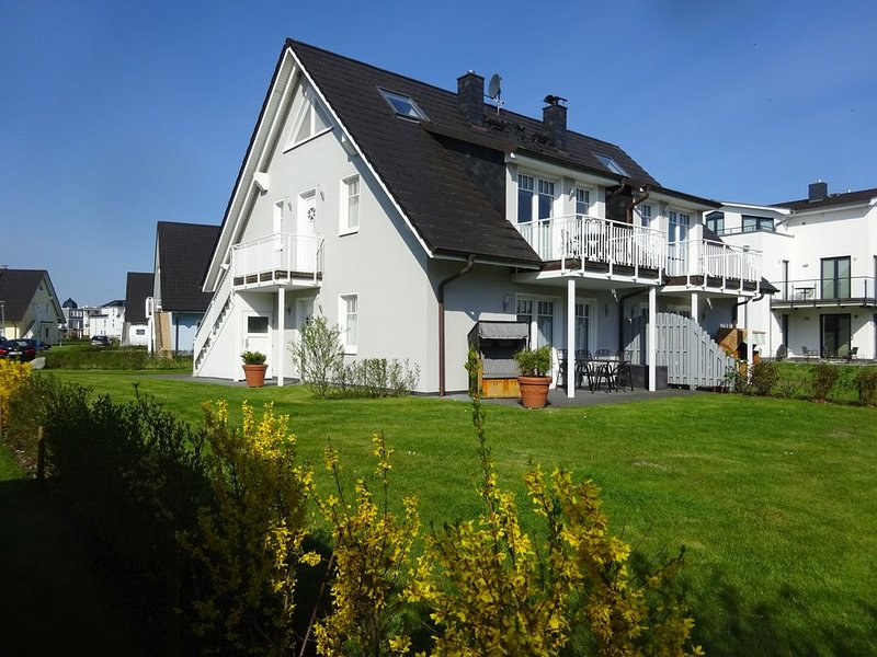 Komfort-FeWo Neptun, WLAN, 2 Balkone, seitl. Meerblick, Kamin, 200m zum Strand., casa vacanza a Admannshagen-Bargeshagen