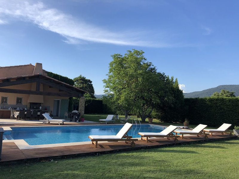Superbe T2 au coeur des Vignes, piscine, holiday rental in Evenos