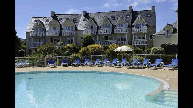 Appartement vue mer et piscine résidence Cap Azur /Cap Coz les pieds dans l'eau – semesterbostad i Fouesnant