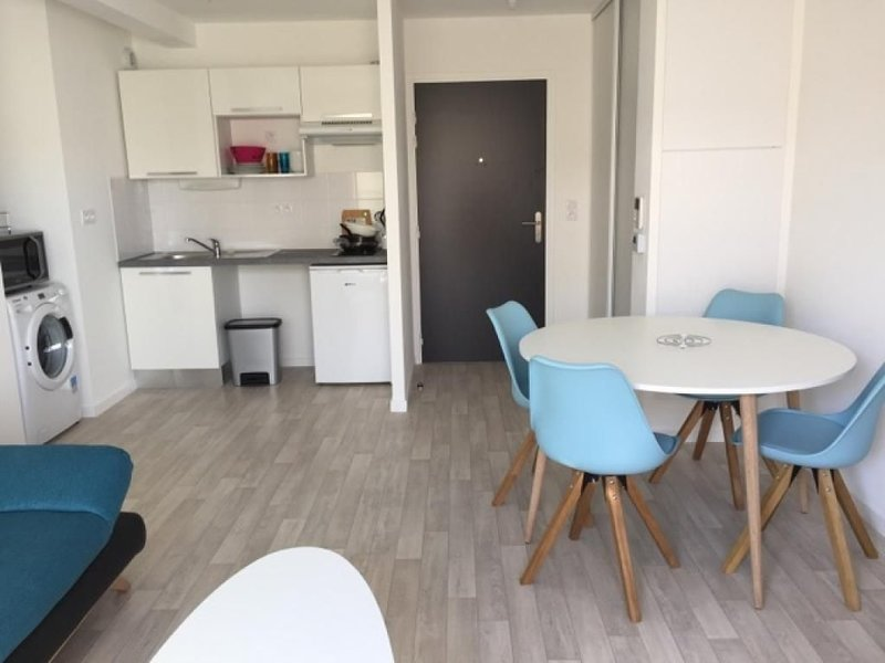 Appartement Tharon-Plage à 50m de la plage, vacation rental in Tharon-Plage