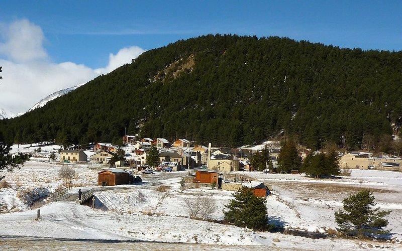 Maison de montagne village typique, holiday rental in Fontrabiouse