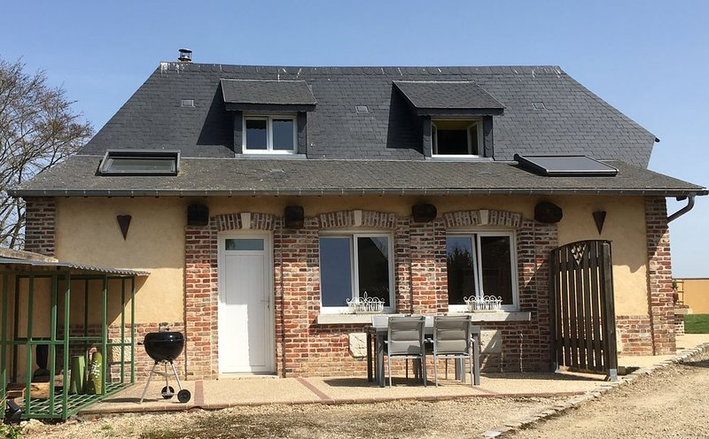Gîte pour 4 personnes, holiday rental in Brionne